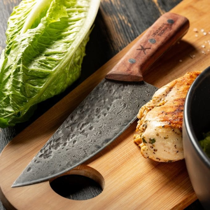 damascus chef-knife with salad and chicken