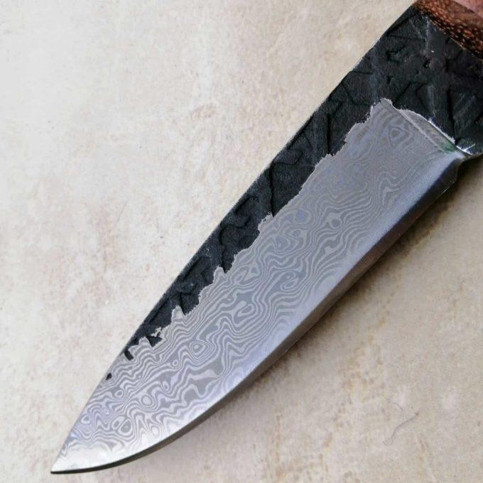 lame du couteau à éplucher damas